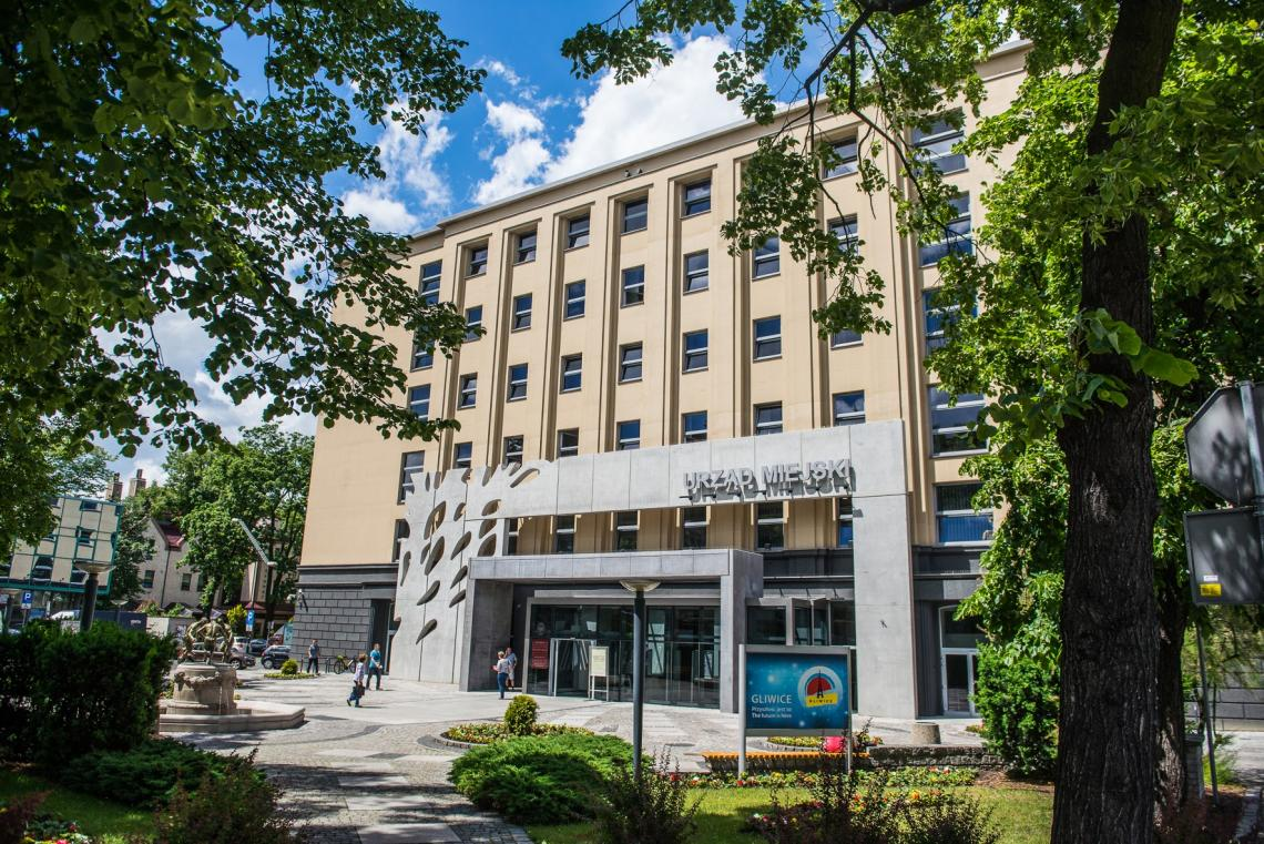 główne wejście do Urzędu Miejskiego w Gliwicach
